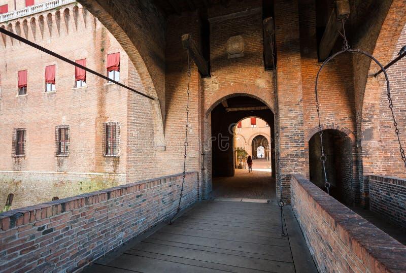Ophaalbrug aan Castello Estense in Ferrara stock fotografie