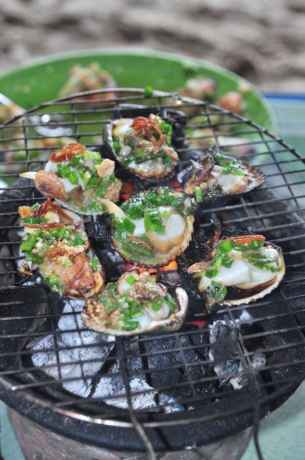 Opieczenie owoce morza na gorącym ogieniu i shellfish zdjęcia stock