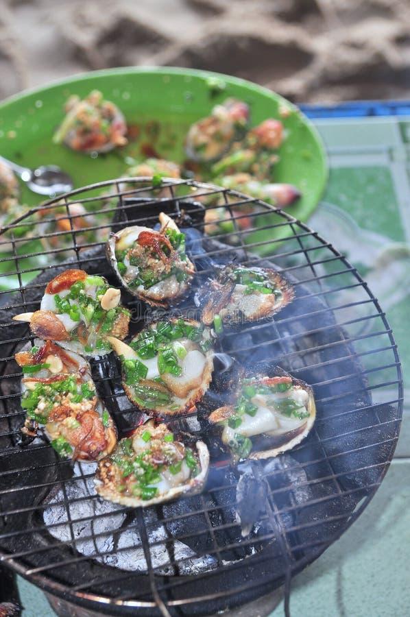 Opieczenie owoce morza na gorącym ogieniu i shellfish obraz royalty free