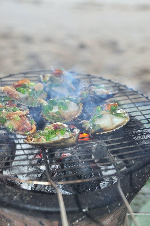 Opieczenie owoce morza na gorącym ogieniu i shellfish obrazy stock