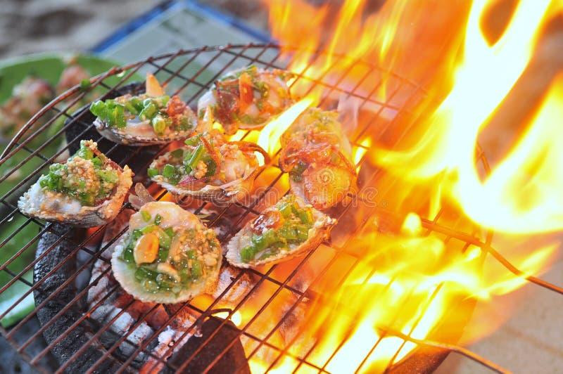 Opieczenie owoce morza na gorącym ogieniu i shellfish zdjęcie stock