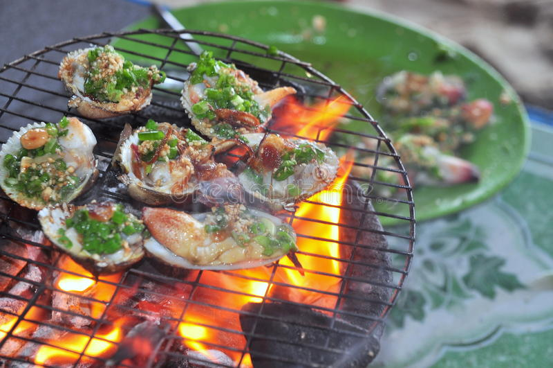 Opieczenie owoce morza na gorącym ogieniu i shellfish fotografia stock