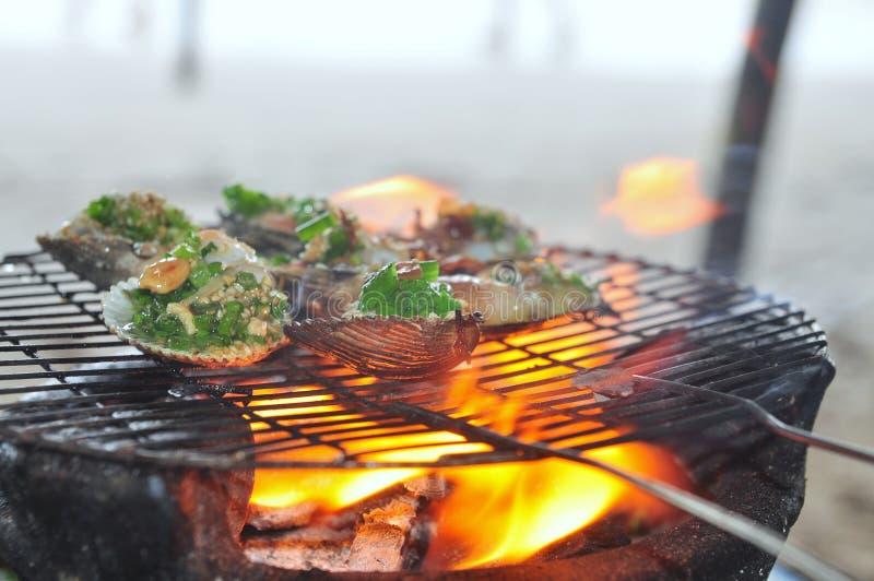 Opieczenie owoce morza na gorącym ogieniu i shellfish obraz stock