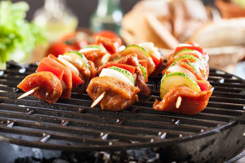Opieczenie szaszłyk na grilla grillu obraz stock