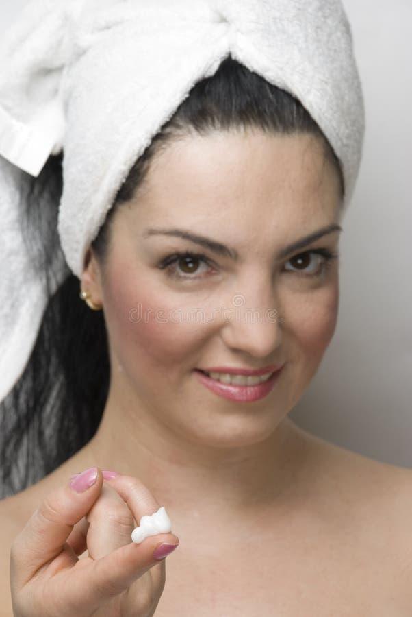 opieki śmietanki seans skóry kobieta zdjęcia stock
