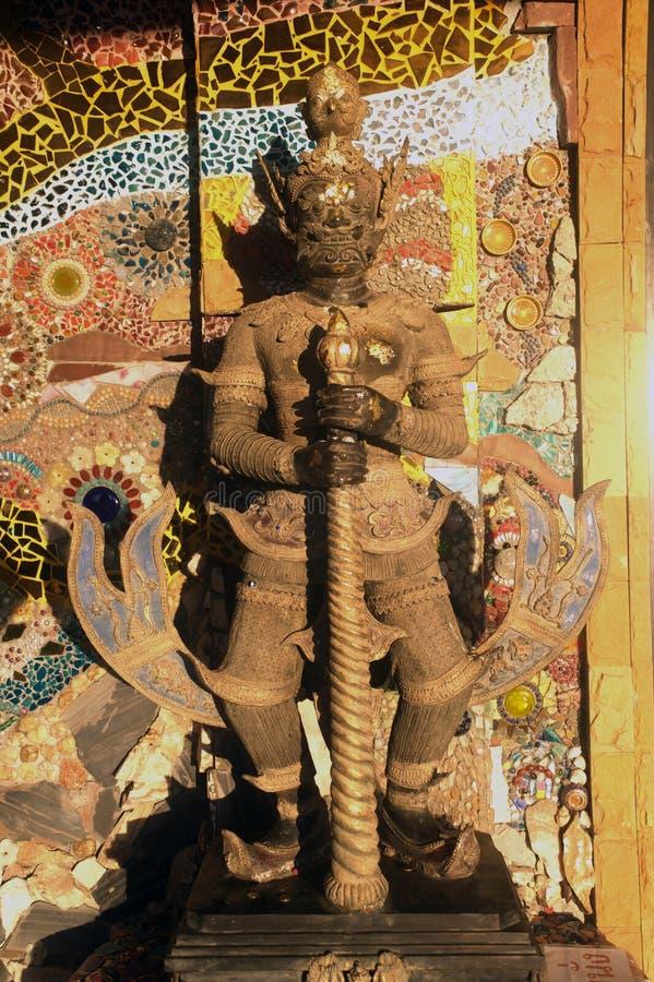 Opiekun gigantyczna statua przy Wata Pha Sorn Kaew świątynią zdjęcia royalty free