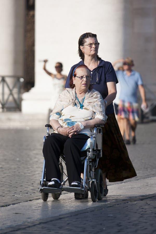 Opiekun i niepełnosprawna dama obraz royalty free