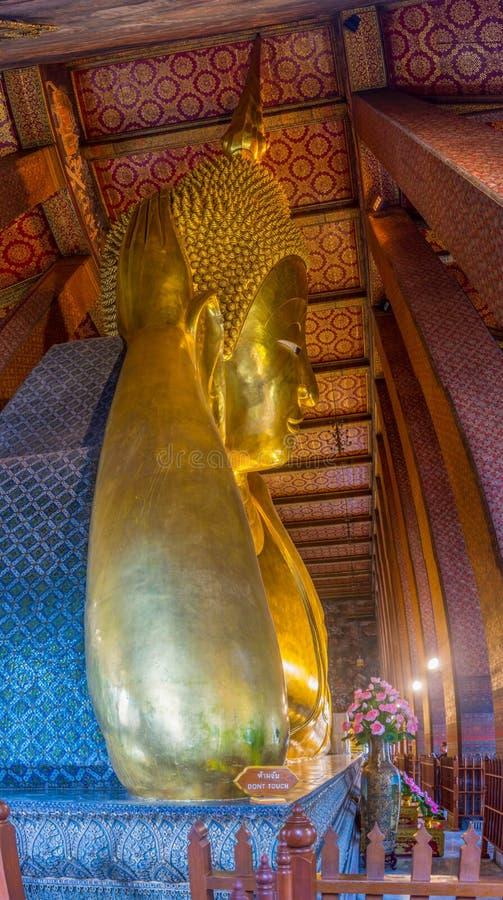 Opierać Buddha przy wata pho Bangkok, Tajlandia fotografia stock