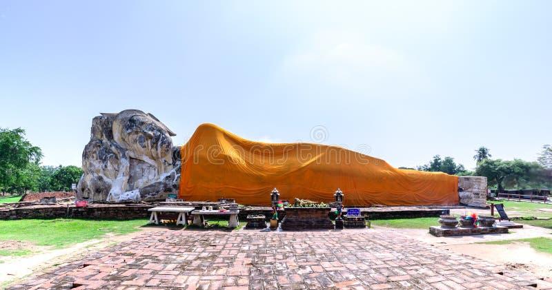 Opierać Buddha przy Watem Lokkayasutharam w Phra Nakhon Si Ayutthaya, Tajlandia obraz stock