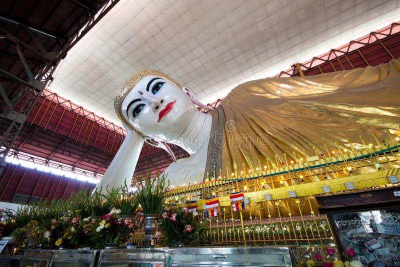 Opierać Buddha w Yangon, Myanmar zdjęcia royalty free