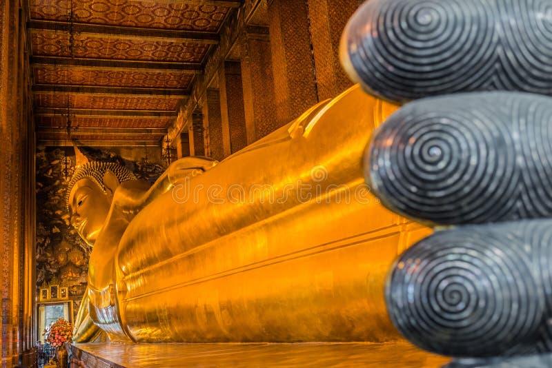 Opierający Buddha Wat Pho świątynny Bangkok Thailand zdjęcia stock