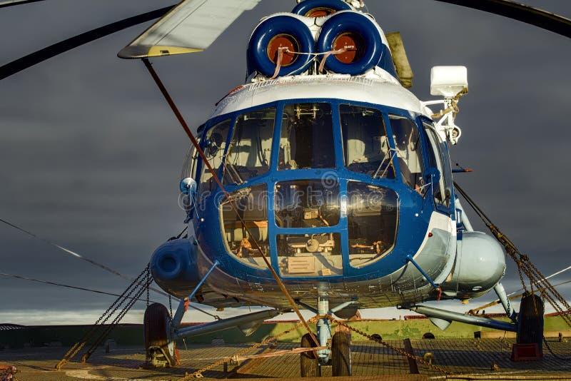 opierający się helikopter dla lodowej obserwaci fotografia stock