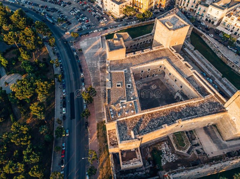 Opinião aérea Castello Normanno-Svevo em Bari, Itália imagens de stock royalty free