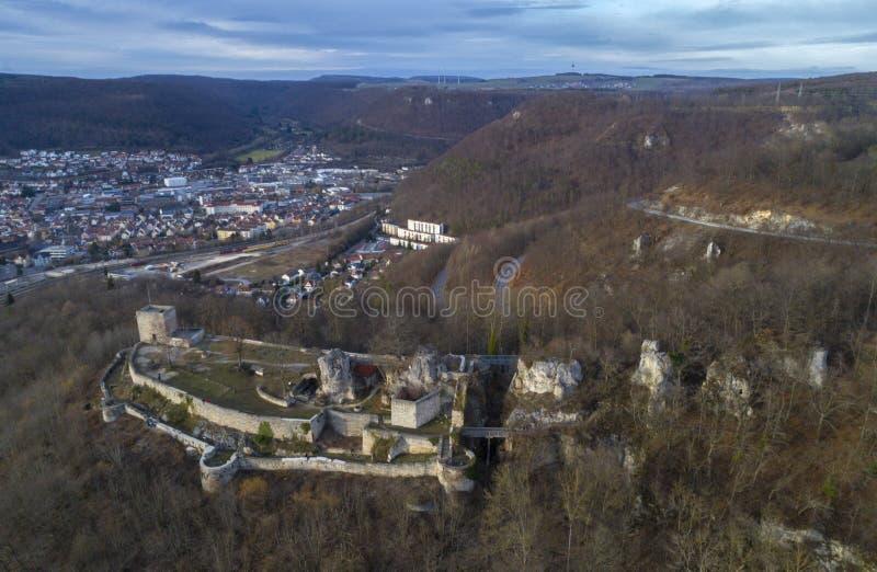 Opinião aérea copas de árvore verdes das coníferas na floresta, Alemanha fotos de stock