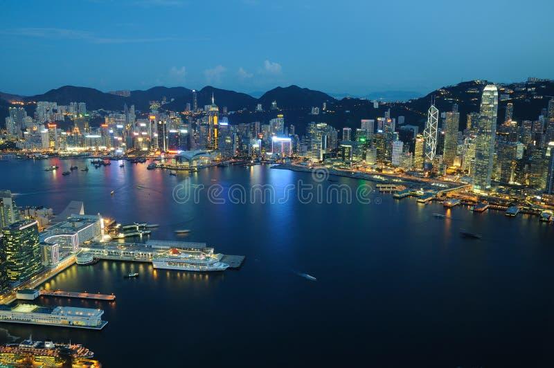Opinião aérea da cena da noite de Hong Kong imagens de stock