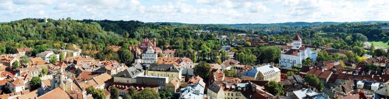 Opinião aérea da cidade de Vilnius da torre da universidade de Vilnius foto de stock royalty free