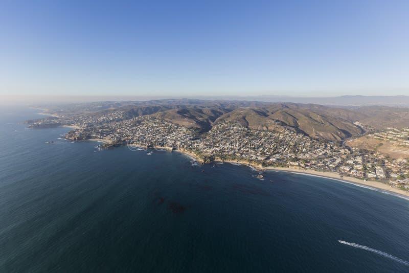 Opinião aérea da costa de Califórnia do Laguna Beach imagens de stock