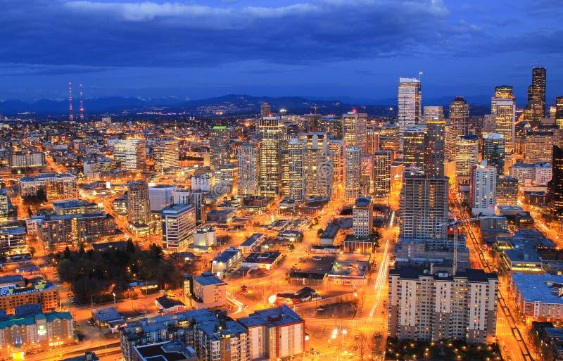 Opinião aérea da noite de Seattle do centro imagens de stock
