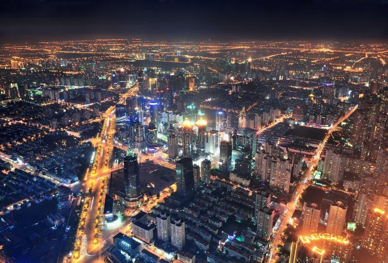 Opinião aérea da noite de Shanghai fotografia de stock