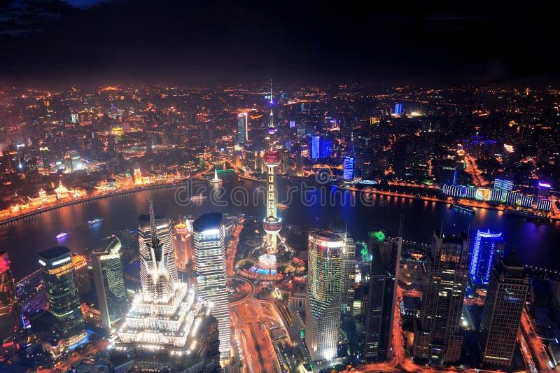 Opinião aérea da noite de Shanghai imagens de stock royalty free