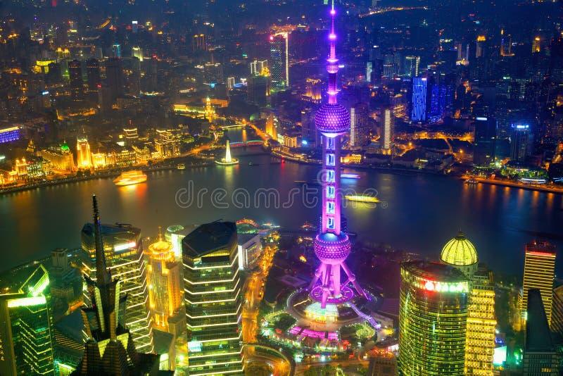 Opinião aérea da noite de Shanghai imagem de stock royalty free