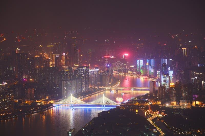 Opinião aérea da noite larga bonita do ângulo do distrito financeiro da cidade nova de Guangzhou Zhujiang, Guangdong, China com s fotos de stock
