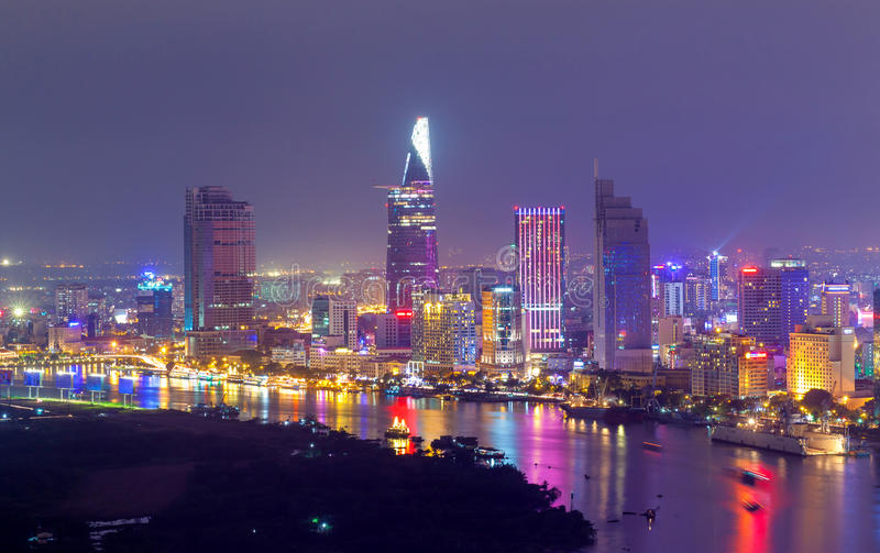 Opinião aérea da noite no beira-rio de Saigon imagens de stock royalty free