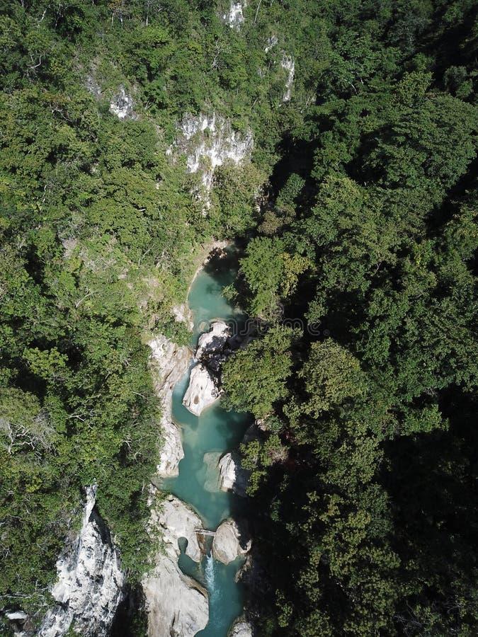 Opinião aérea da paisagem bonita na cachoeira de Tanggedu, sumba do leste fotografia de stock