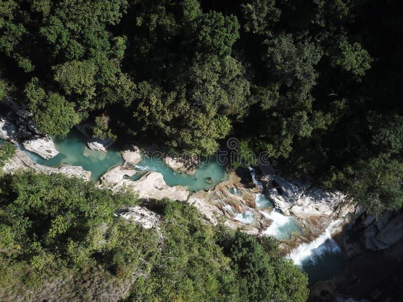 Opinião aérea da paisagem bonita na cachoeira de Tanggedu, sumba do leste imagens de stock