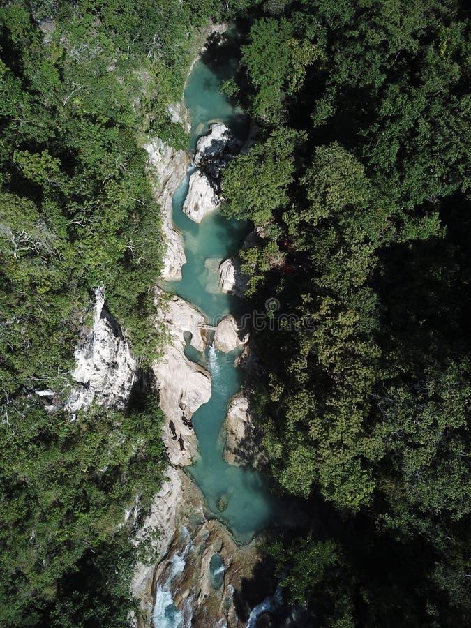 Opinião aérea da paisagem bonita na cachoeira do tanggedu, sumba do leste imagem de stock