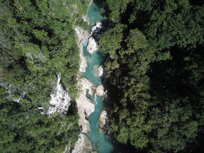 Opinião aérea da paisagem bonita na cachoeira do tanggedu, sumba fotos de stock royalty free