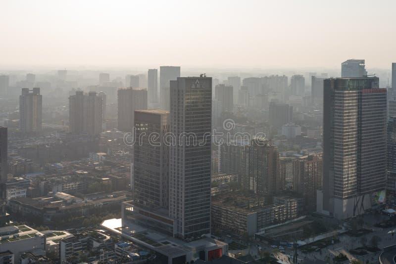 Opinião aérea da skyline de Chengdu no embaçamento fotos de stock royalty free