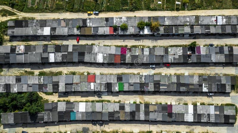 Opinião aérea das garagens de cima com do zangão fotografia de stock