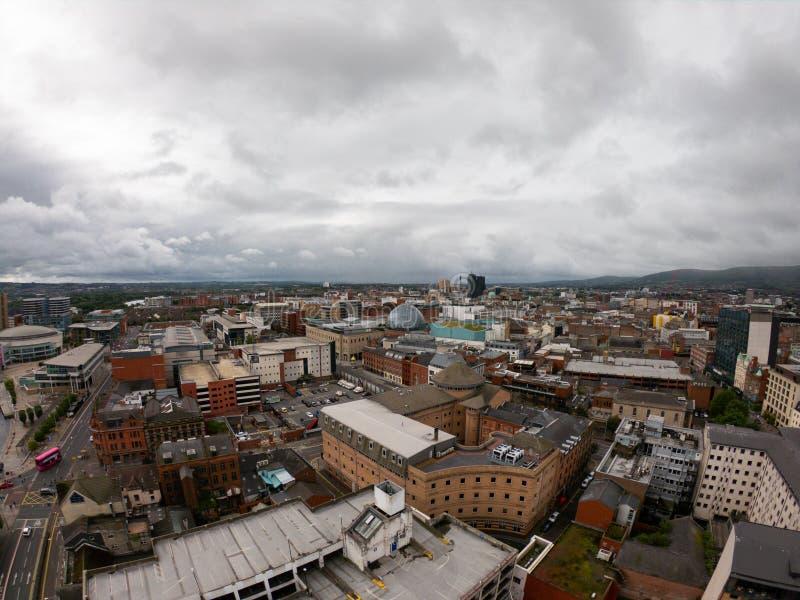 Opinião aérea de Belfast, Irlanda do Norte da arquitetura e das construções Vista na cidade de cima de imagem de stock royalty free