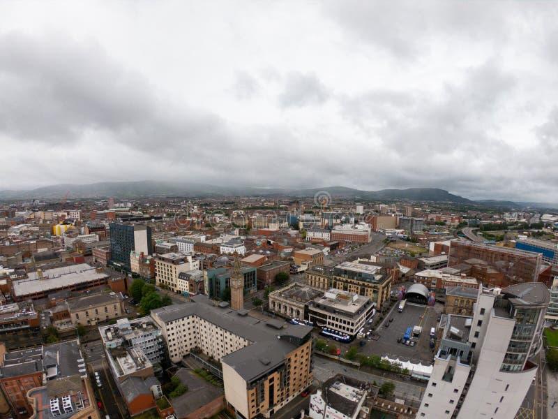 Opinião aérea de Belfast, Irlanda do Norte da arquitetura e das construções Vista na cidade de cima de fotografia de stock