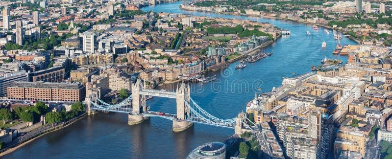 Opinião aérea de Londres com ponte da torre imagem de stock