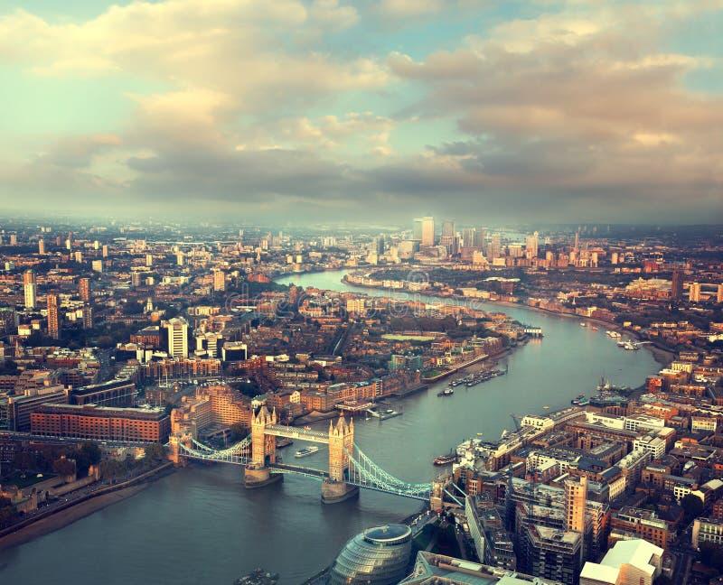 Opinião aérea de Londres com ponte da torre imagem de stock royalty free