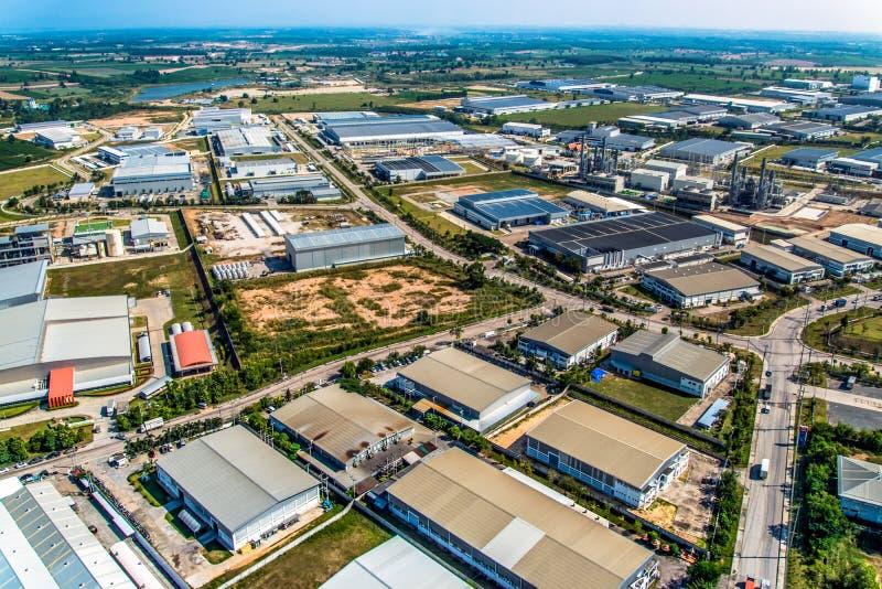 Opinião aérea do desenvolvimento da terra industrial da propriedade fotografia de stock