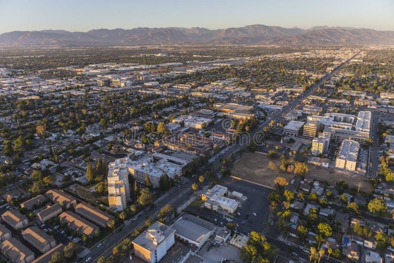 Opinião aérea do fim da tarde Sherman Way no San Fernando Va fotografia de stock royalty free