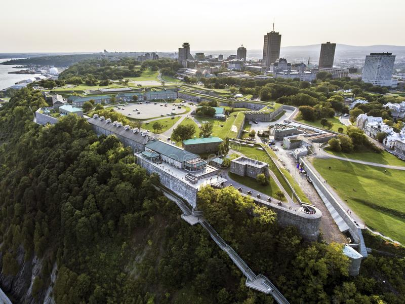 Opinião aérea do helicóptero da citadela a fortaleza velha da skyline de Cidade de Quebec no fundo fotos de stock