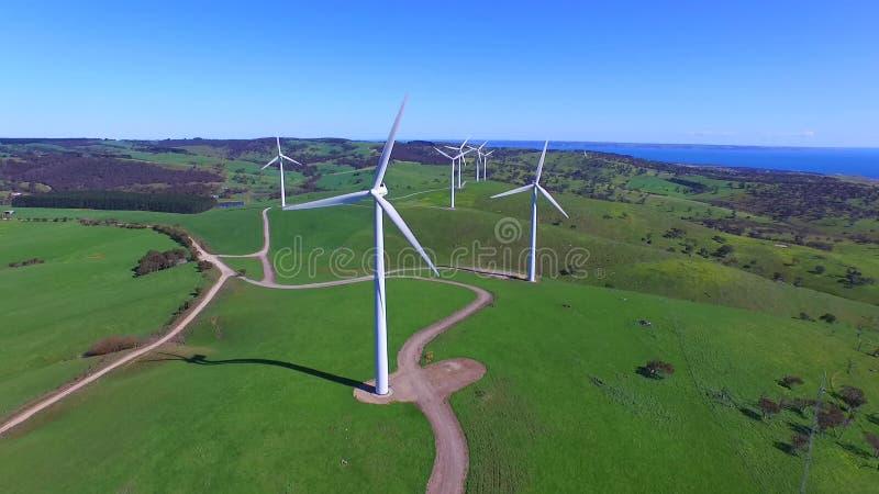 Opinião aérea do helicóptero da exploração agrícola de vento video estoque