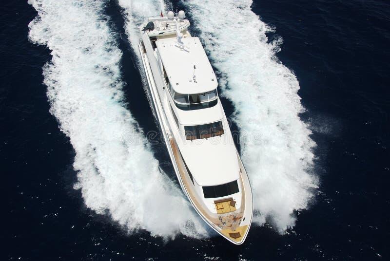 Opinião aérea do iate luxuoso fotografia de stock royalty free