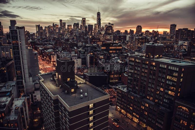 Opinião aérea do Midtown de New York City Manhattan aos arranha-céus no tempo crepuscular fotos de stock royalty free