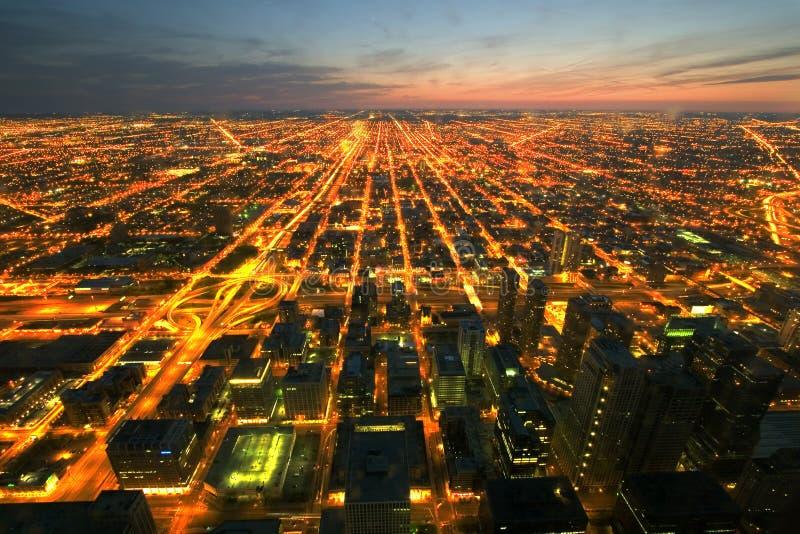 Opinião aérea do nighttime de Chicago fotografia de stock royalty free