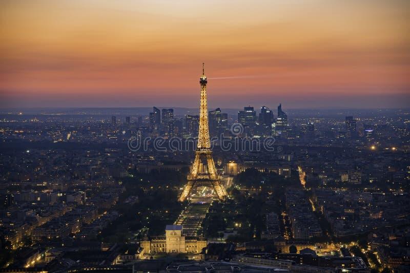 Opinião aérea do por do sol da torre Eiffel famosa imagens de stock