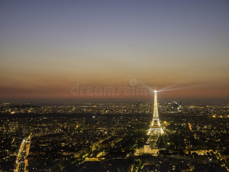 Opinião aérea do por do sol da torre Eiffel famosa imagem de stock