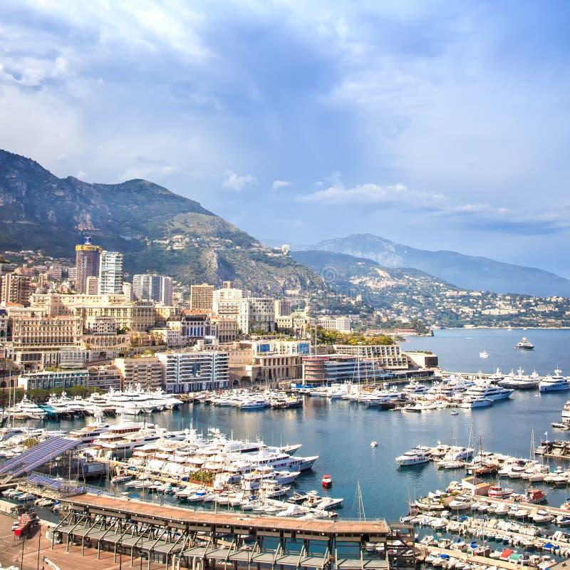 Opinião aérea do porto do principado de Mônaco Montecarlo. Costa dos azuis celestes. França imagens de stock royalty free