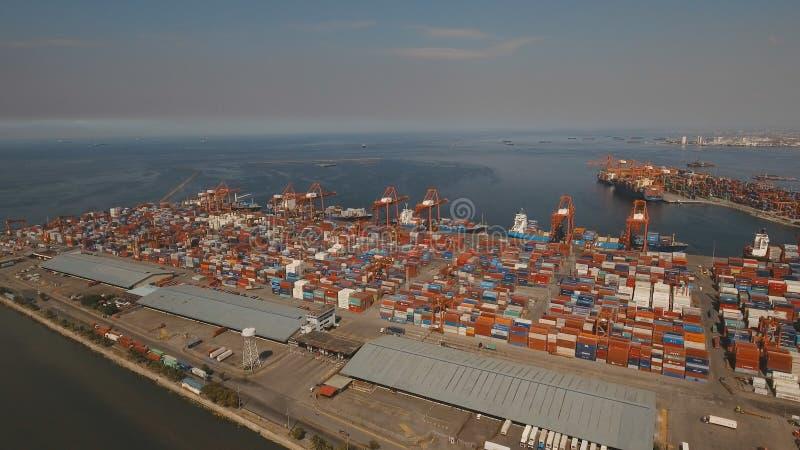 Opinião aérea do porto industrial da carga Manila, Filipinas imagem de stock