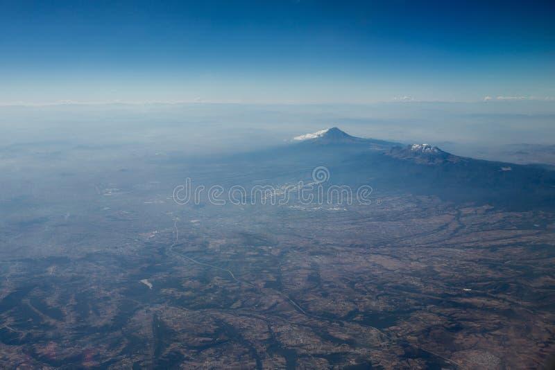Opinião aérea do vulcão de Popocatepetl fotos de stock
