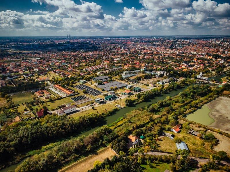 Opinião aérea do zangão da planta de tratamento de esgotos água industrial tr fotografia de stock